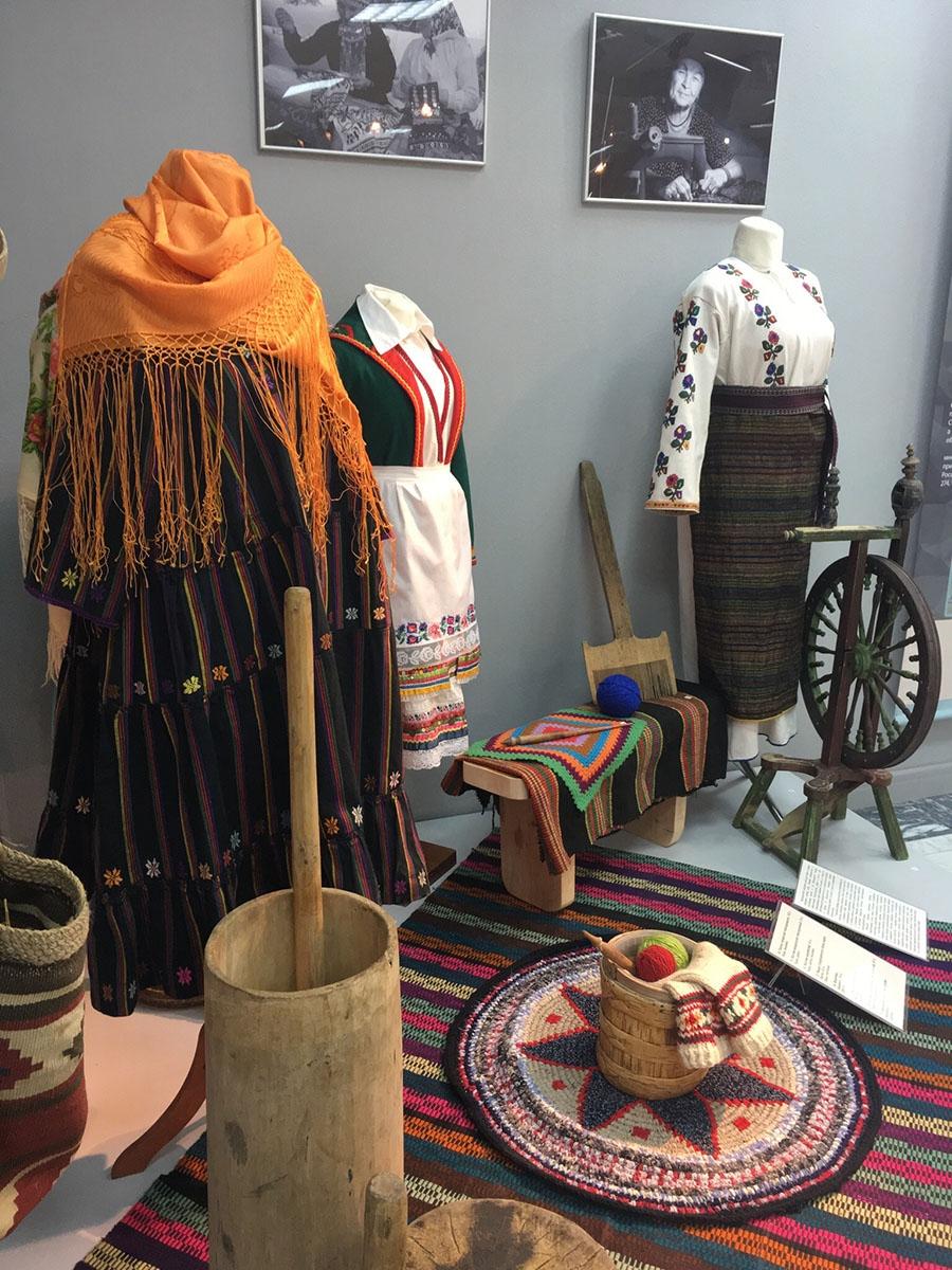 Национальная одежда и предметы быта