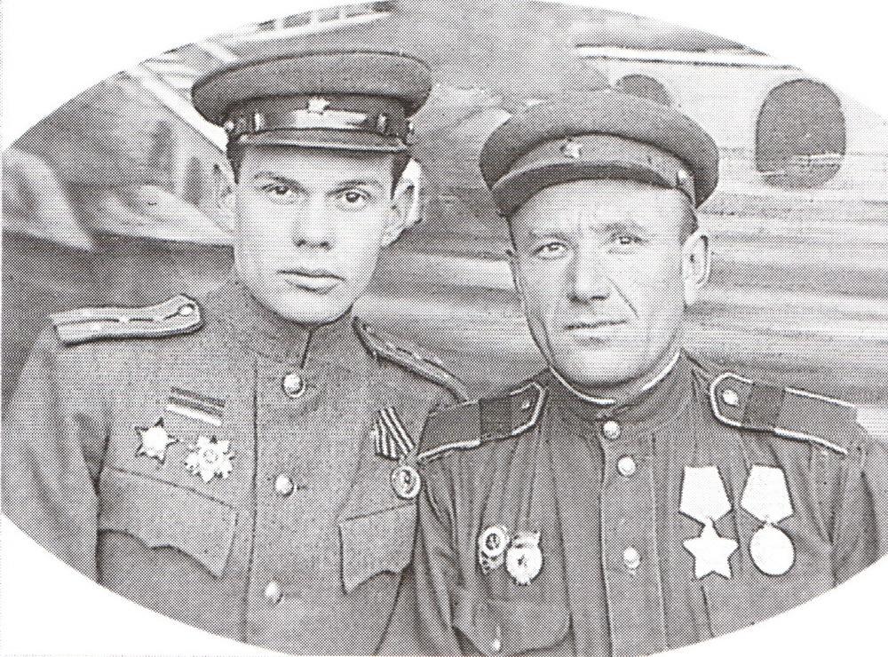 Tveretin-Anton-Andreevich-sprava-s-boevyim-tovarishhem.-1945-g.