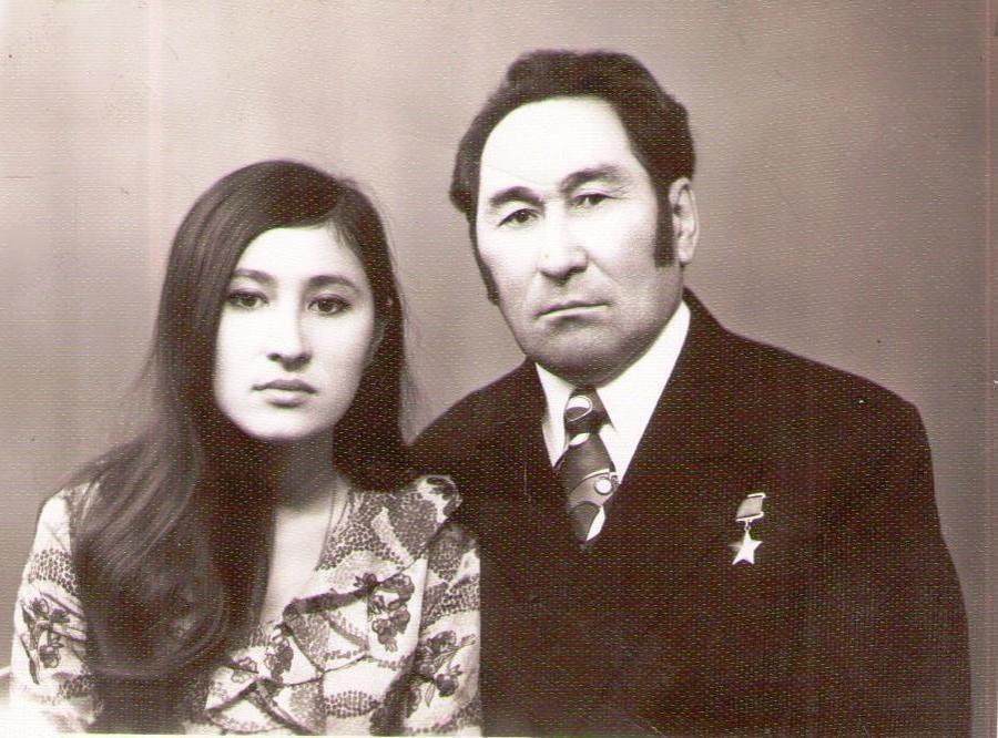 Т. Ажимов с дочерью