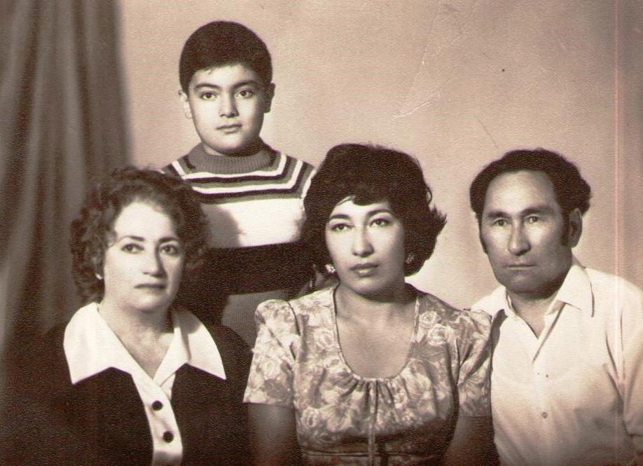 Т. Ажимов с семьей