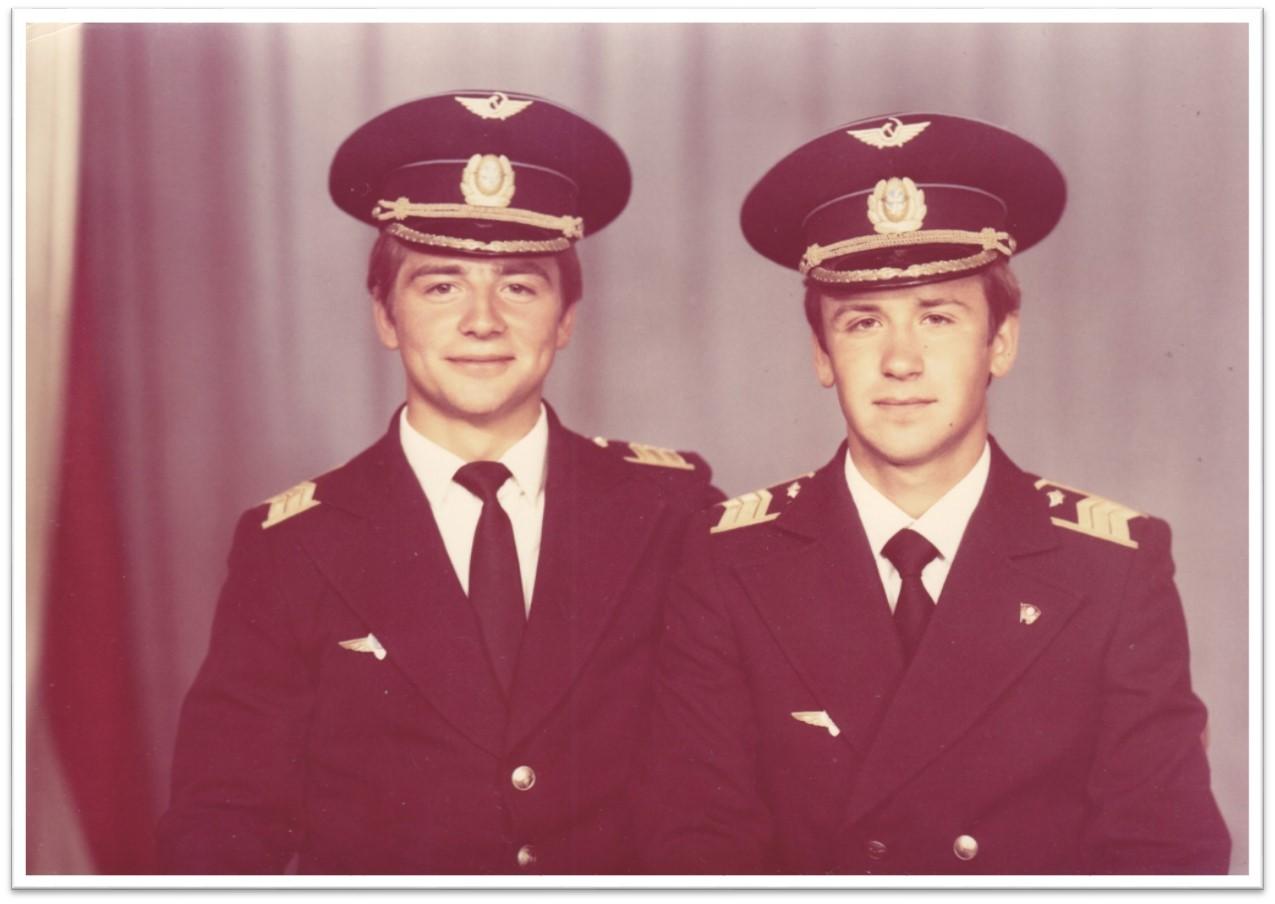 Pilotyi-grazhdanskoy-aviatsii-komandiryi-vertolyotov-Pavlovich-Vladimir-i-Zyiryanov-Andrey
